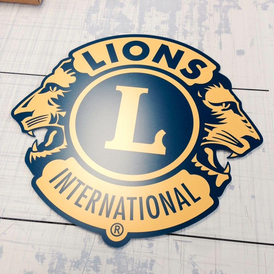 Die Vorbereitungen für unseren Weihnachtsmarkt auf dem Süsterplatz laufen auf Hochtouren... Die neuen Lions-Schilder sind fertig...